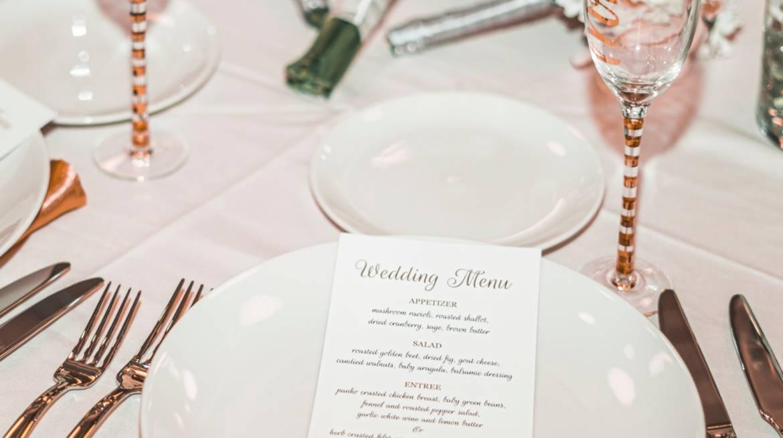 Menu weselne – jak wybrać odpowiednie potrawy dla nas i naszych gości?